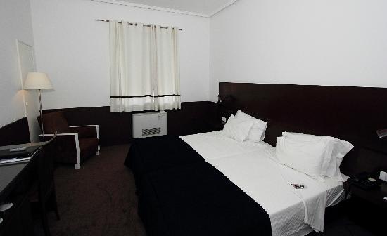 Grande Hotel Do Porto: Vores værelse
