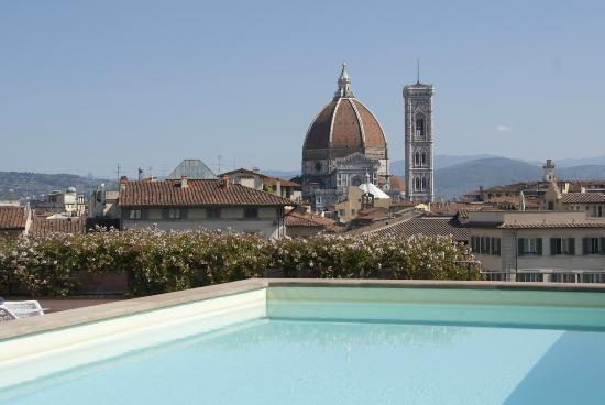Grand Hotel Minerva: View from pool on Florence