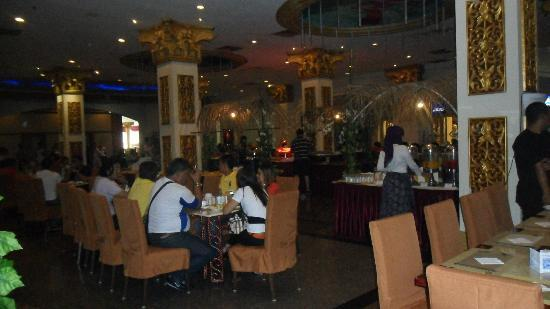 Pacific Palace Hotel: Breakfast area was clean but choose a non smoking zone if you are a non smoker