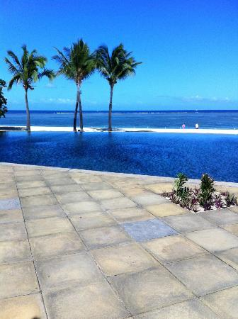 Maradiva Villas Resort and Spa: main pool and beach view