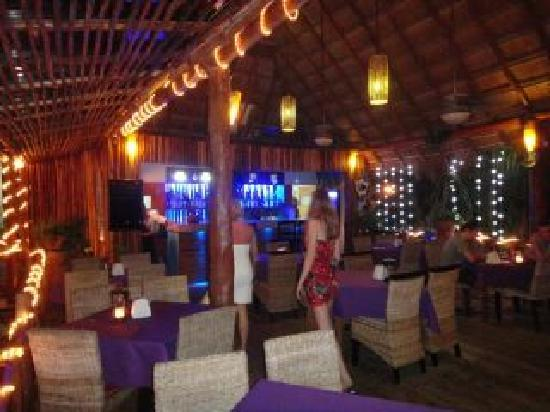 Blue Angel Resort: restaurant evening