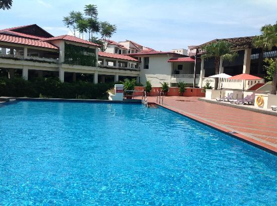 Bukit Gambang Resort City: Pool in apartment area