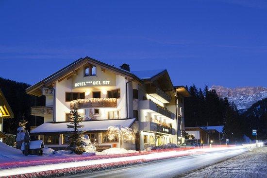 Hotel Bel Sit: Foto notturna