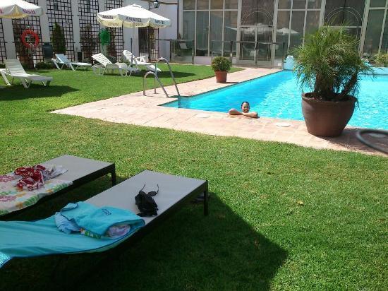 Oasis Hotel: Vista piscina 2