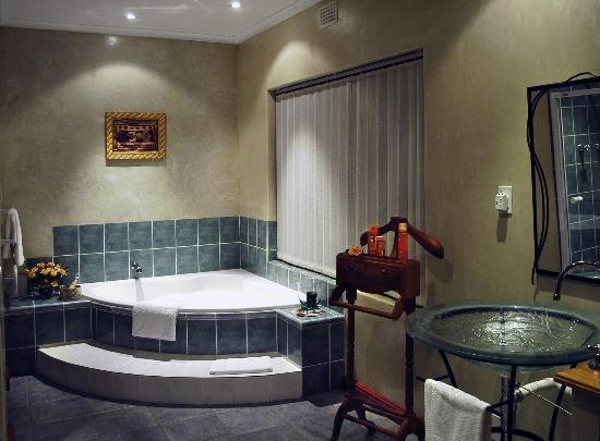 Ambiente Guest House: Ambiente - Leopard Suite bathroom
