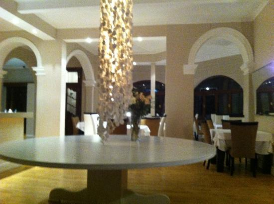 Glen Boutique Hotel & Spa: The beautiful reception area/ breakfast room.