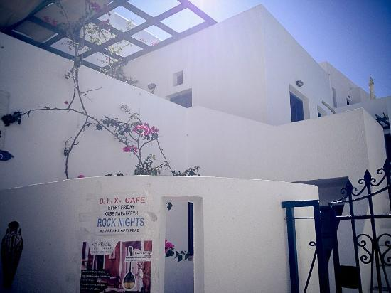 Oia's Sunset Apartments: Entrance to the Hotel