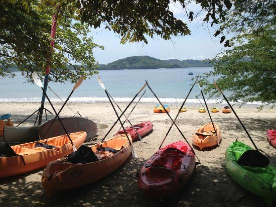Four Seasons Resort Costa Rica at Peninsula Papagayo: Beach and canoe