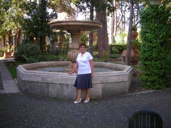 Kaire Hotel: nel giardino