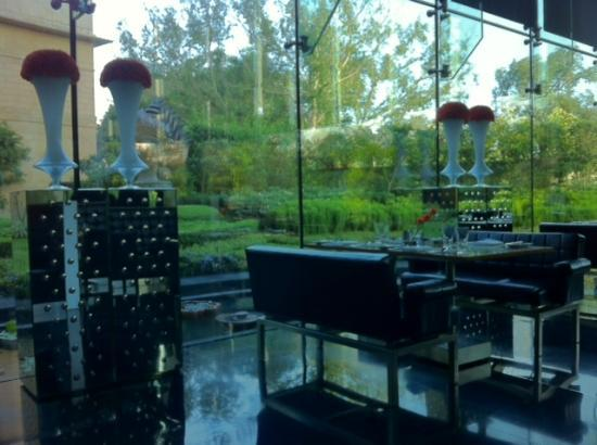 The Leela Palace New Delhi: The Qube restaurant