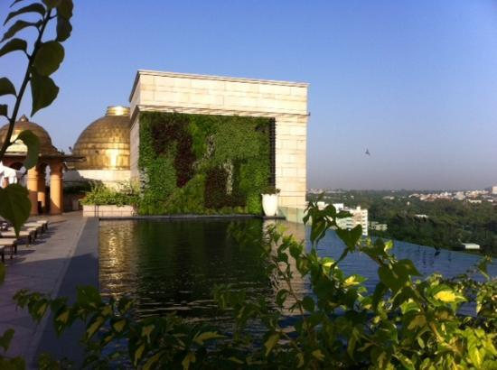The Leela Palace New Delhi: Infinity swimming pool