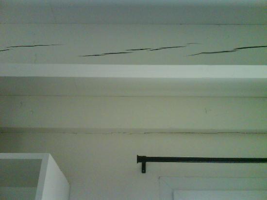 Le Domaine de Phare : poutre plafond de la pièce du bas
