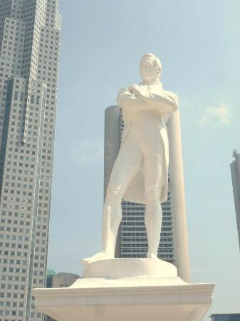 Raffles Landing Site : Raffles' statue.