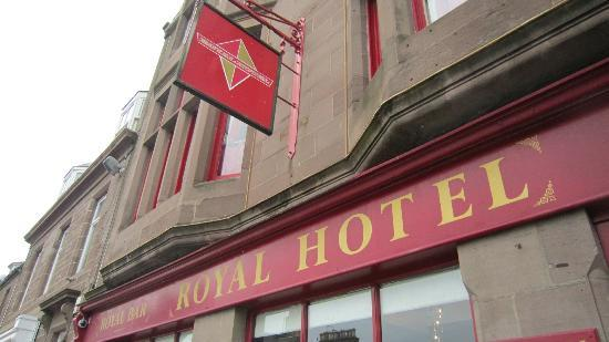 Royal Hotel: Hotel from outside