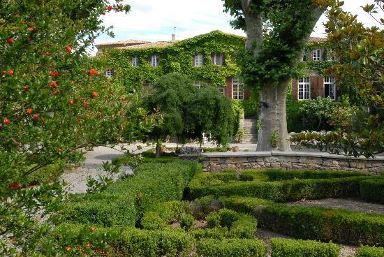 Hotellerie du Chateau de Floure : Jardin à la Française - French Garden