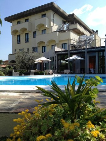 Hotel Piccola Vela: facciata