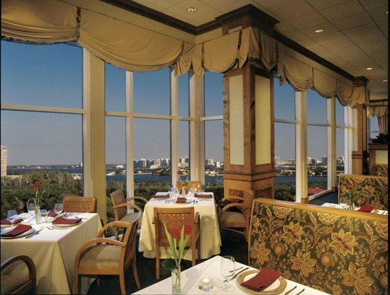 Lido Beach Grill: Lido Grille is the only restaurant in Sarasota with panoramic views of the Gulf and skyline.