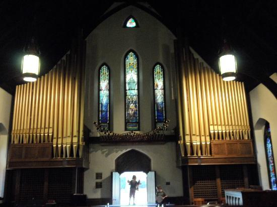 "Emmanuel Episcopal Church: Tiffany's ""Second Coming of Christ"" and Organ"