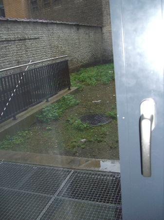 Aryen Residence: Se puede apreciar que la cerradura de la habitación no parece muy segura ...