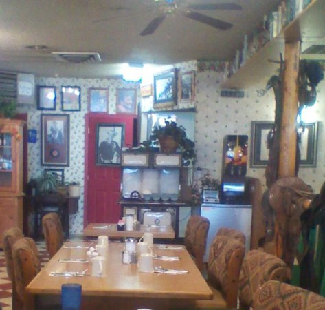 Rusty's Ranch Cafe: interior western theme