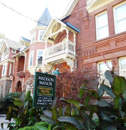 Madison Manor Boutique Hotel : Front of building