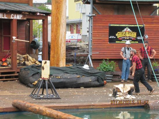 Great Alaskan Lumberjack Show: lumberjacks