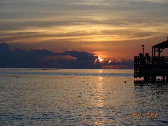 ClubHotel Riu Ocho Rios: sunrise @ 4:45am from the beach, def.check it out