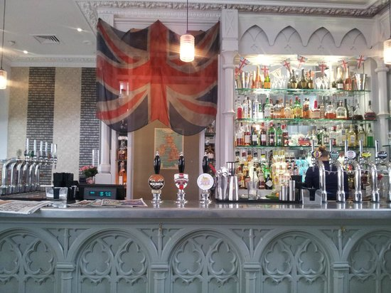 The Hollywood Arms: Bar view