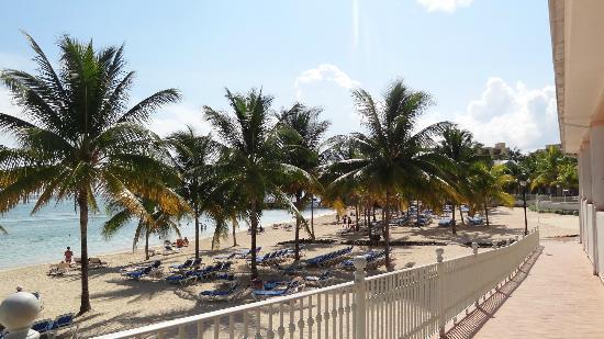ClubHotel Riu Ocho Rios: view from main lobby