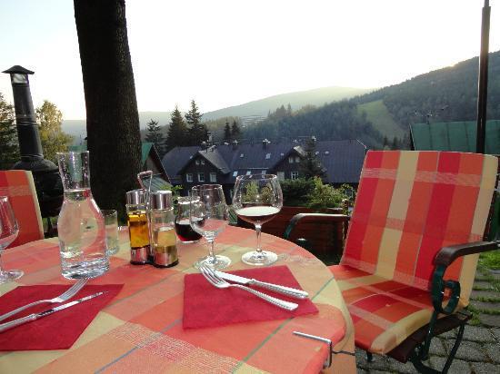 Hotel Pod Jasany: Restauracja(można również zjeść na zewnątrz hotelu )