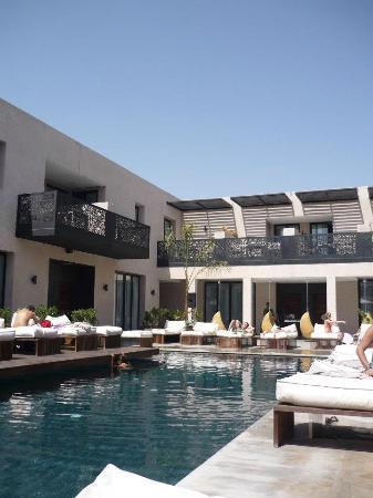 Cesar Resort & Spa: Pool on ground floor
