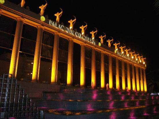 Cleopatra Palace Hotel: front of hotel at night