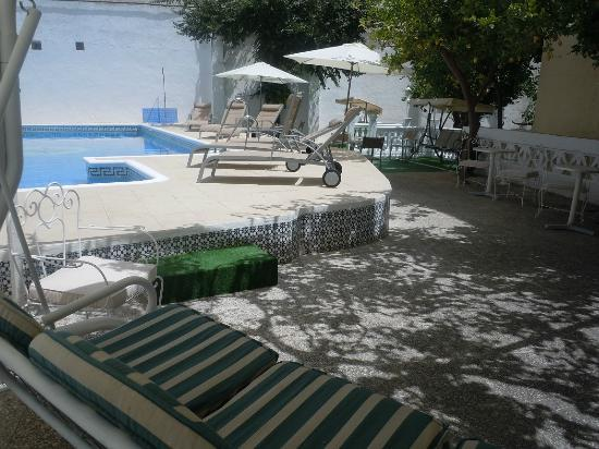 Hotel Miramar: Piscina - vista ampliada