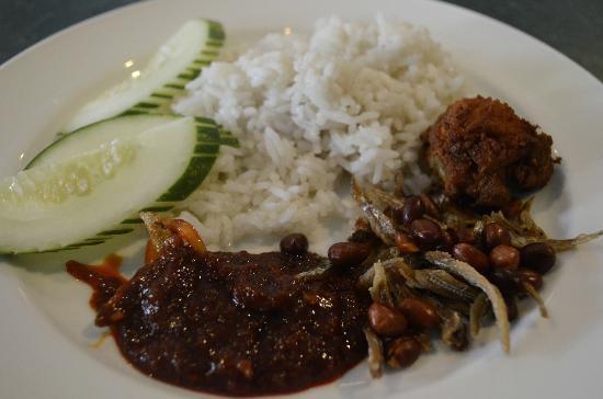 Grand DarulMakmur Hotel Kuantan: Breakfast - nasi lemak
