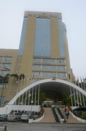Grand DarulMakmur Hotel Kuantan: Front facade