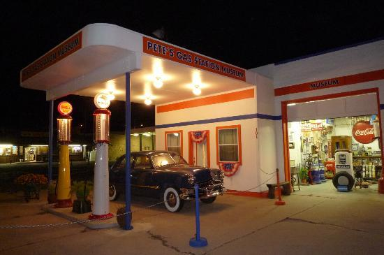 Pete's Rt 66 Gas Station Museum: Awesome place