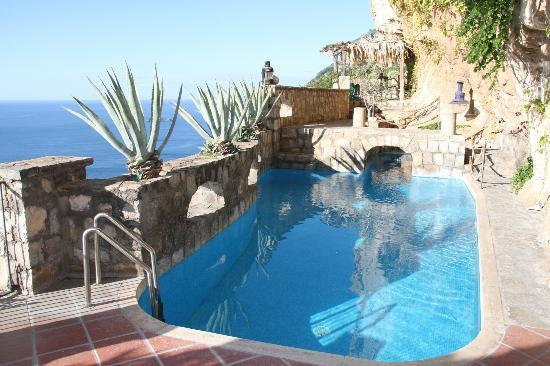 La Grotta dei Fichi: Pool area with jacuzzi
