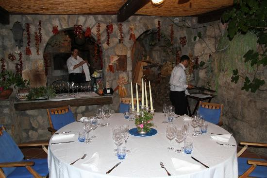 La Grotta dei Fichi: Preparing for dinner