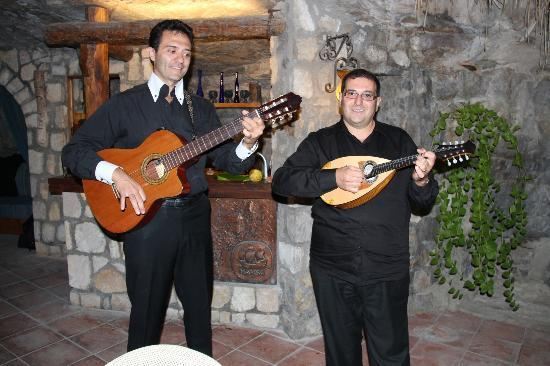 La Grotta dei Fichi: Music on Neopolitan street food night