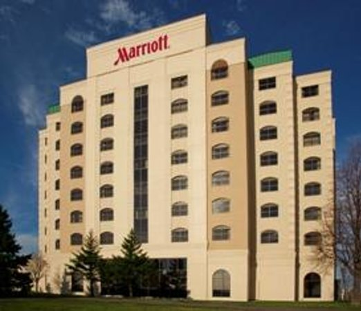 Minneapolis Marriott Northwest is conveniently located near Mall of America and Target Field
