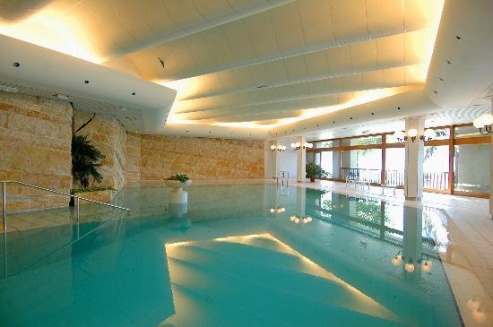 La piscine picture of le palace de menthon menthon for La piscine review