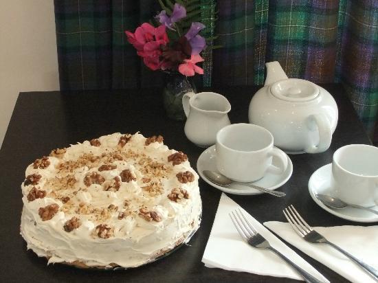 Waterside Cafe Bistro: Home made maple & walnut gateau