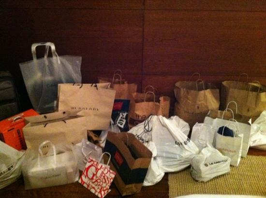 Sunrise, Φλόριντα: Two persons bags after one day at Sawgrass Mills.