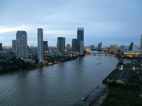 Chatrium Hotel Riverside Bangkok: Daytime view of the Chao Phraya River