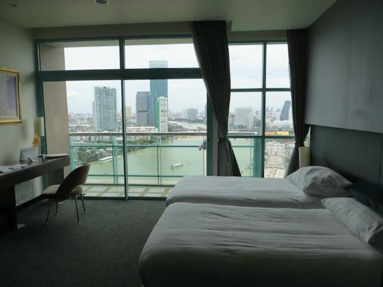 Chatrium Hotel Riverside Bangkok: Lie in bed and admire the view!