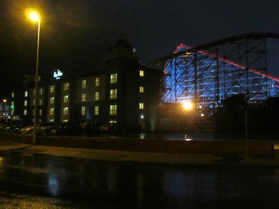 Big Blue Hotel: At night