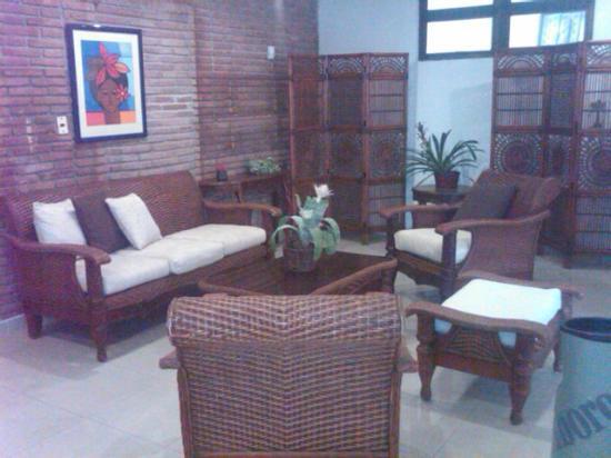 Apart-Hotel Plaza Colonial: Muebles de la recepcion