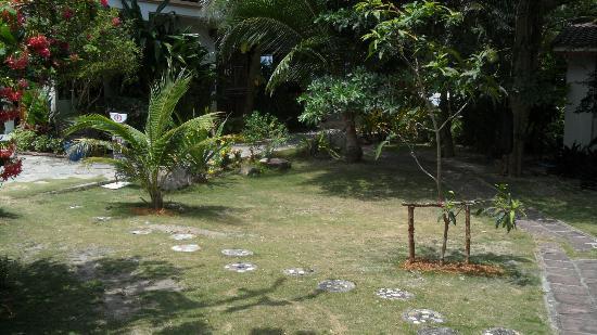 First Villa Beach Resort: Grounds