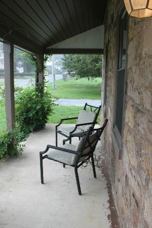 Churchtown Inn Bed and Breakfast: Front porch