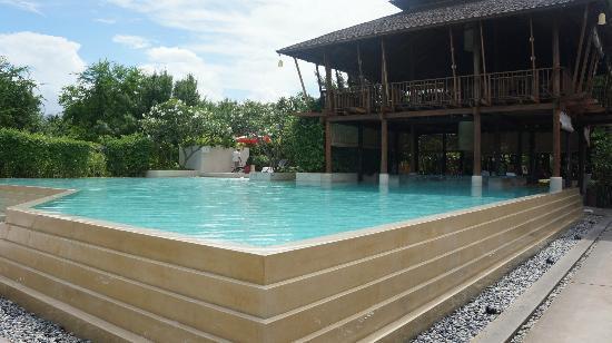 ยายย่า รีสอร์ท หัวหิน: pool area